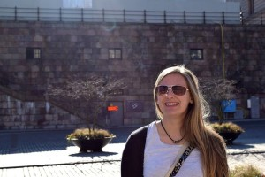 Alexa Giebink '16 in front of the Royal Palace in Stockholm